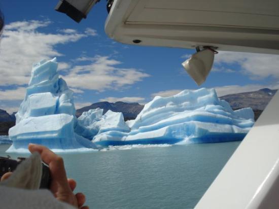 เอลคาลาเฟต, อาร์เจนตินา: Desprendimientos del glaciar Upsala. Prov. de Santa Cruz. Argentina.  Feb 2009