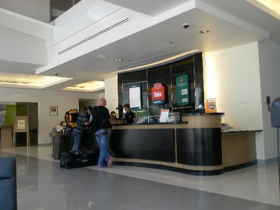 ไอบิส กรุงเทพฯ สุขุมวิท 4: Main Hotel Lobby