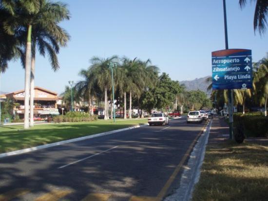 Ixtapa, เม็กซิโก: Did somebody say SHOPPING??