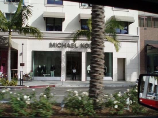 เบเวอร์ลีฮิลส์, แคลิฟอร์เนีย: MK me gustan mas sus zapatos