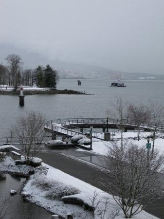 แวนคูเวอร์, แคนาดา: Burrad Inlet (View from Vancouver downtown)
