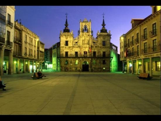 Astorga, สเปน: plaza central y ayuntamiento