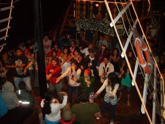 Puerto Penasco, เม็กซิโก: La Macarena en el Barco Pirata