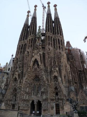 โบสถ์แห่งครอบครัวศักดิ์สิทธิ์: SAGRADA FAMILIA simbolo de barcelona, totalmente majestuosa