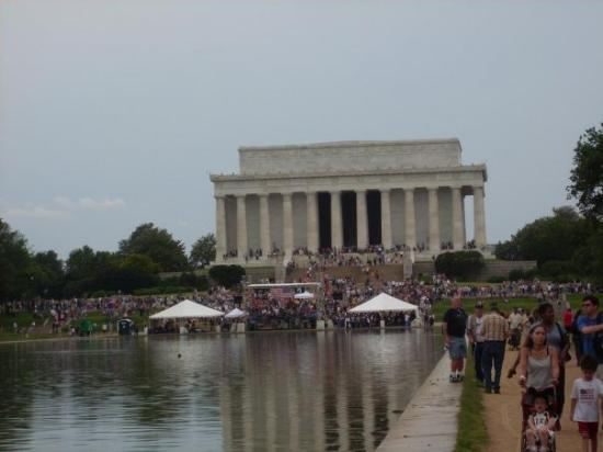 The front side of the Lincoln Memorial