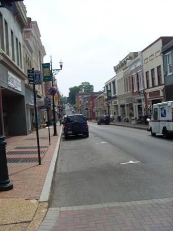 สทอนตัน, เวอร์จิเนีย: This little town never knew what hit them when we showed up ;~)