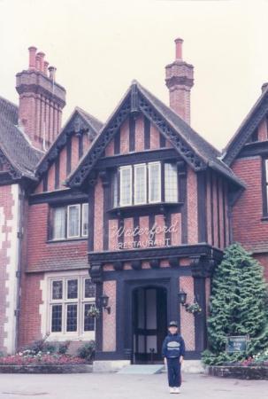 Portsmouth (เมืองพอร์ทสมุธ), UK: Barratt Elmers