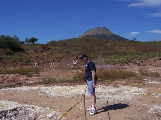 ลีอง, นิการากัว: Matt watching the mud bubble