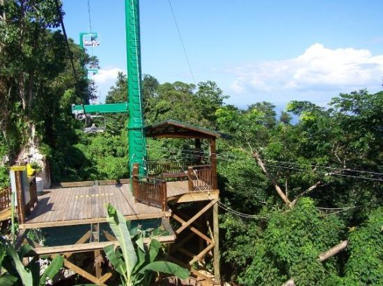 Ocho Rios, Jamaica: This is where the zip line ended and people caught the chairlift