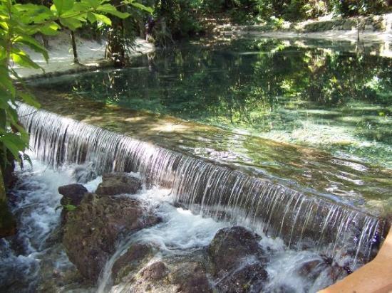 ออคโคริออส, จาไมก้า: The waterfall below the chairlift