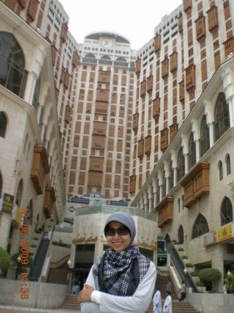Makkah Hilton Hotel: In front of Hilton Hotel