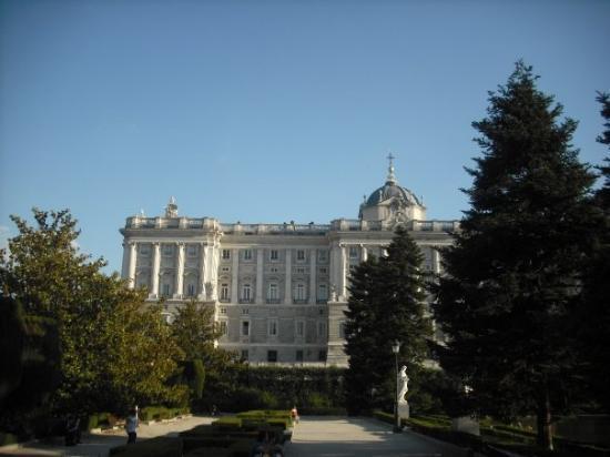 พระราชวังหลวงมาดริด: Palacio Real desde los Jardines de Sabatini_01_06_09