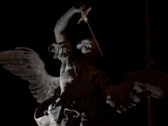 Museo Nazionale di Castel Sant'Angelo: Ale, cualquiera cabrea al angelito!!