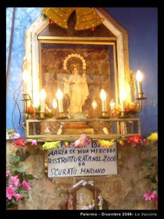 ปาแลร์โม, อิตาลี: Palermo, la madonnina ristrutturata nel 2006 dal signor Scurato