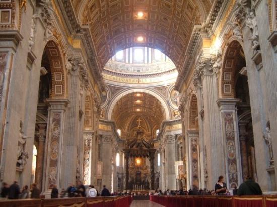 บาซิลิกาของเซนต์ปีเตอร์: Esa tarde había misa con el Papa, la estaban preparando