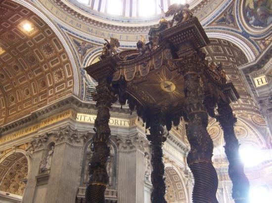 บาซิลิกาของเซนต์ปีเตอร์: El baldaquino de columnas salomónicas, ¡Cómo me acordé de mi pofesor de historia del arte!