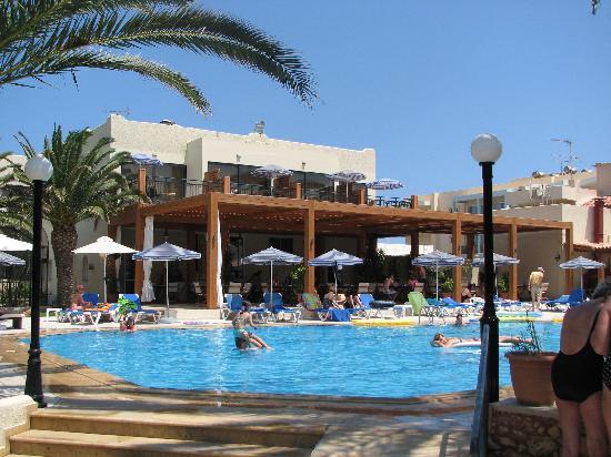 Atlantis Beach Hotel: La piscine