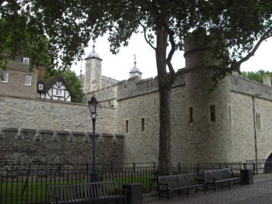 ทาวเวอร์ออฟลอนดอน: Tower of London... Where you  gets beheaded!