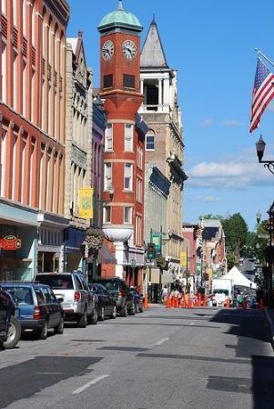 สทอนตัน, เวอร์จิเนีย: Beverley Street in downtown Staunton, Virginia. Quaint little town that reminds me of Dover, NJ