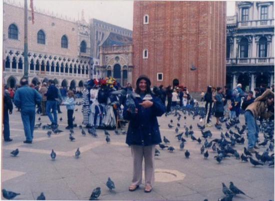 St. Mark's Square: Yoooooo en la plaza d Venecia con las palomas jajaja