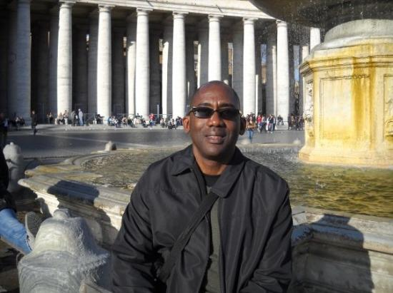 St. Peter's Square (Piazza San Pietro): st. peter's square