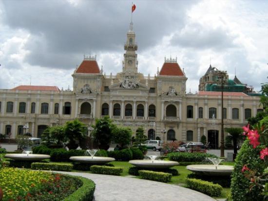 โฮจิมินห์ซิตี, เวียดนาม: looks like a french palace...... but i dun even know what the building is.......