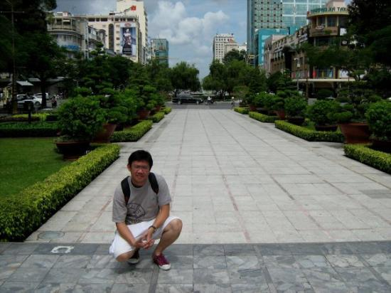 โฮจิมินห์ซิตี, เวียดนาม: a square right in the middle of the city......