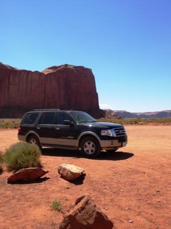 Monument Valley, ยูทาห์: my car dans le desert du nevada !  summer 2008