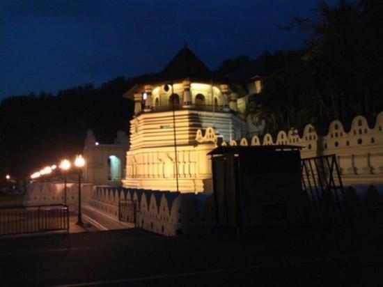 คันดิ, ศรีลังกา: temple
