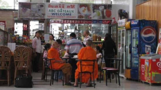 เวียงจันทน์, ลาว: Monks at airport coffee shop