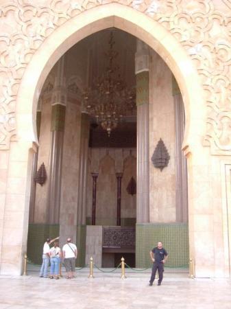 คาซาบลังกา, โมร็อกโก: Casablanca - Marocco - Settembre 2007 - Porta di ingresso moschea Hassan II