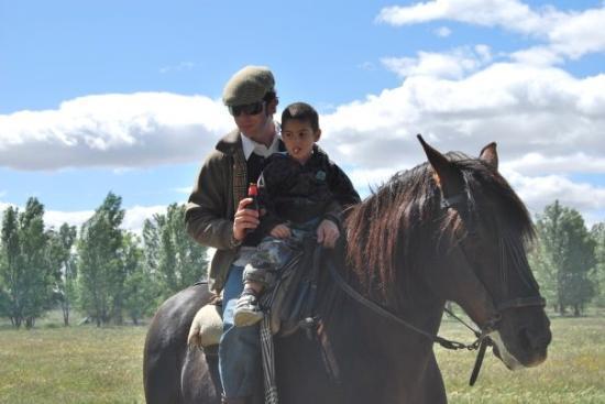 Villarta de San Juan, Spain: Su gran pasión, los caballos.