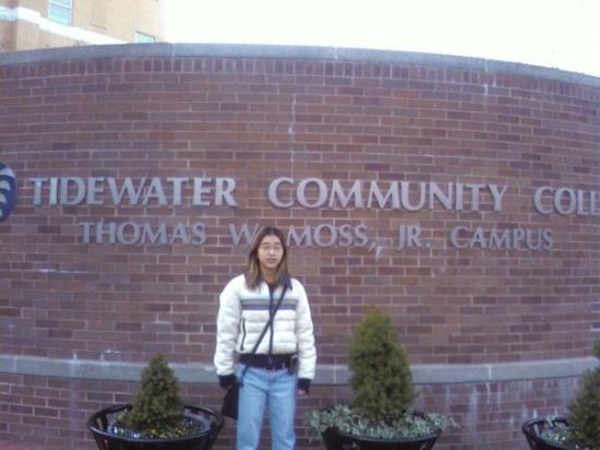 นอร์ฟอล์ก, เวอร์จิเนีย: I am in front of Tidewater Community College in Norfolk VA, the school I want to go for my Graph