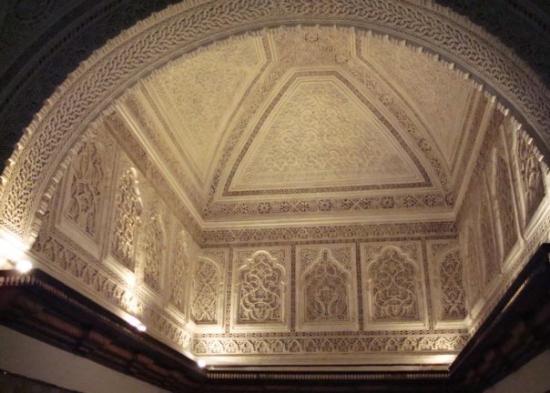 ตูนิส, ตูนิเซีย: Some of the intricate Moorish designs of the wall and ceilings.