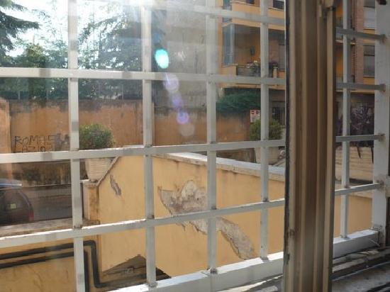 Relais Group Vaticano Luxury: FENETRE CHAMBRE , VUE ...