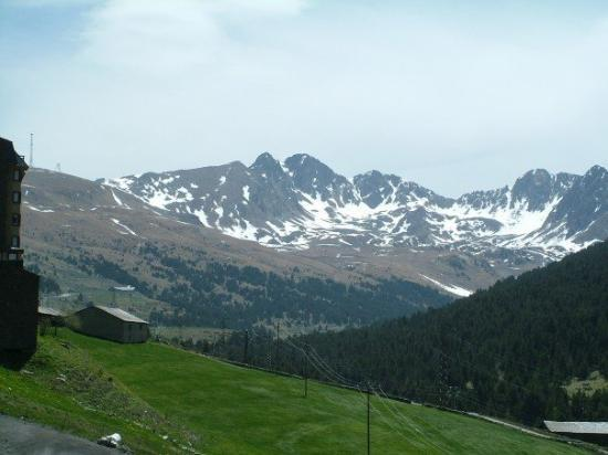 อันดอร์ราลาเวลลา, อันดอร์รา: Andorra, Pyrenees  May 2006   © GK Davison