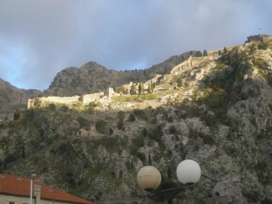 sunrays in Kotor