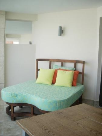 โรงแรม Playa Mujeres, เม็กซิโก: Bed on the balcony