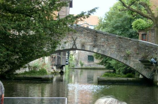 Boottochten Brugge: bonniface bridge from the water