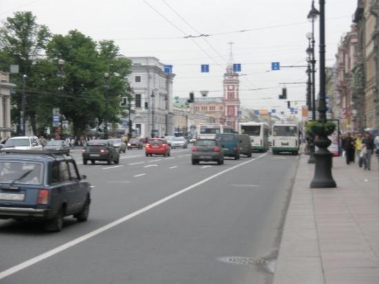 เนฟสกีพรอสเพคท์: Nevskiy Prospekt. Hoved gata i St.Petersburg. Her lå det butikker som var dyre og handle i. Typi