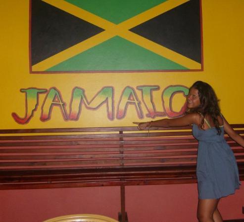 รันอะเวย์เบย์, จาไมก้า: jamaicA