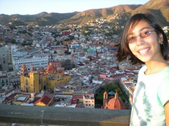 กวานาวาโต, เม็กซิโก: Valeria with Guanajuato back ground