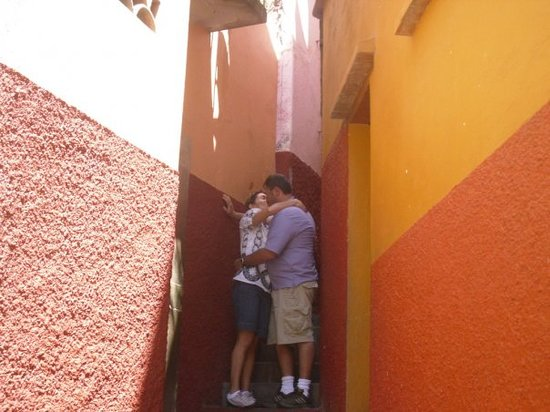 Alley of the Kiss (Callejon del Beso): Kissing my honey