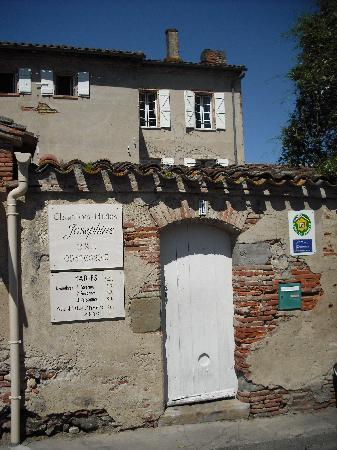 Maison Josephine: Street gate - quaint