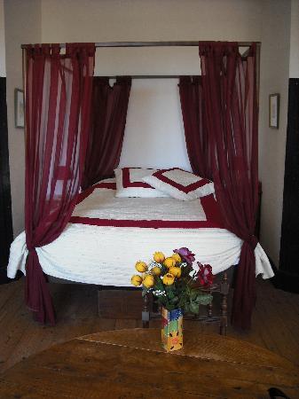 Maison Josephine: four poster bed - so comfy!