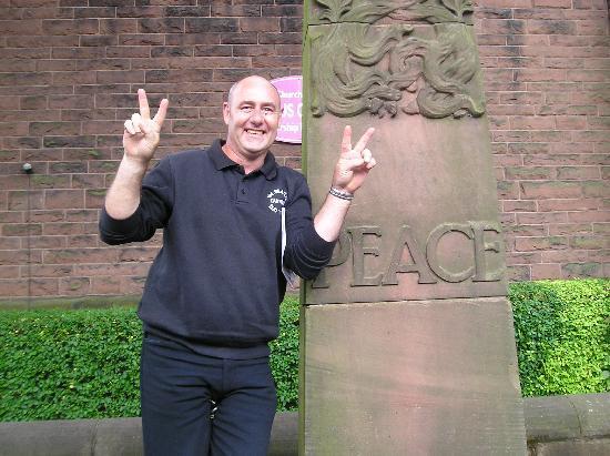 ลิเวอร์พูล, UK: Peter our guide
