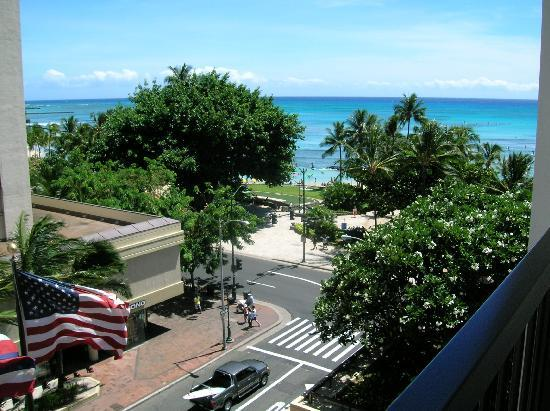 Hyatt Regency Waikiki Resort & Spa: view from lanai from 5th floor