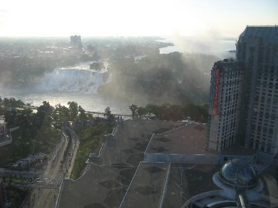 Hilton Niagara Falls/Fallsview Hotel & Suites: View from our room on the 38th floor (American Falls)