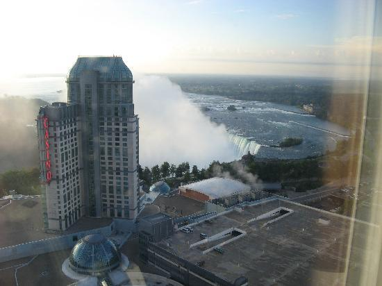 Hilton Niagara Falls/Fallsview Hotel & Suites: View from our room on the 38th floor (Canadian Falls)