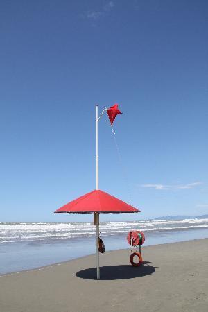 Lido Di Camaiore, Italy: Mare grosso a luglio 2009 - Bagnino